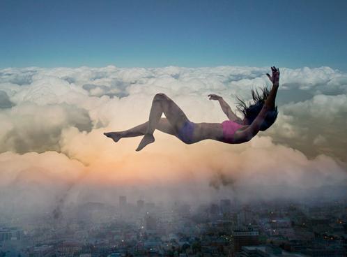 落ちる夢はどのような意味がある?なぜ落ちる夢を見るの?